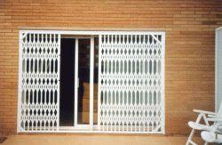 Avisos fotos videos taller de puertas enrollables de for Puerta de acordeon castorama